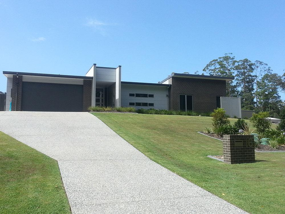 MODERN ARCHITECTURAL HOUSE SUNSINE COAST